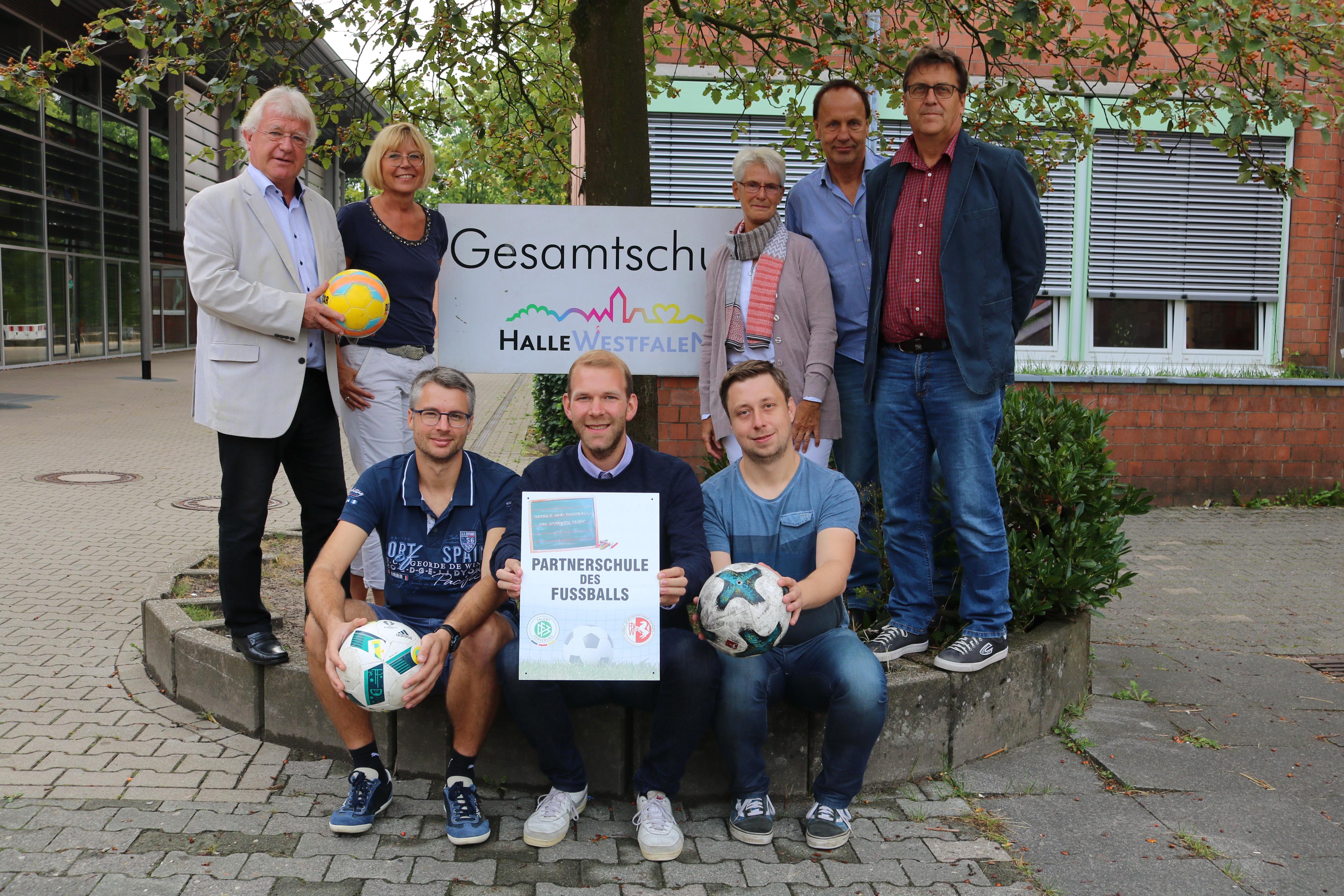"""Gesamtschule Halle wird """"Partnerschule des Fußballs"""""""